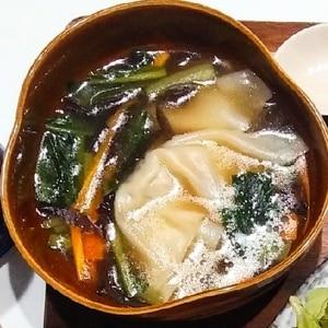 チンゲン菜と餃子の中華スープ