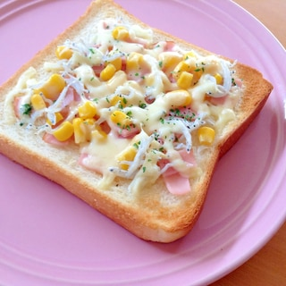 しらすとベーコンのトースト
