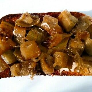 茄子と玉葱のめんつゆ炒めトースト