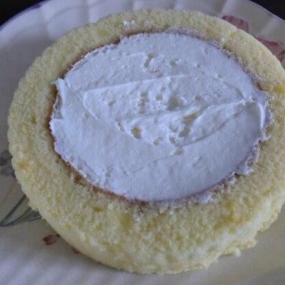 今まで作ったロールケーキの中で一番上手に出来ました♪