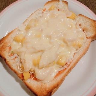 コーンとサラダチキンのチーズトースト