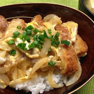 お惣菜リメイク☆メンチカツで卵とじ丼。