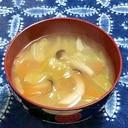 しめじとキャベツとにんじんの味噌汁
