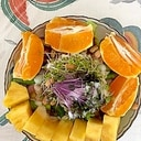 レタス 、ロースハム、オレンジのサラダ