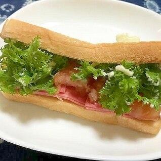 わさび菜とハムとトマトのトーストサンド