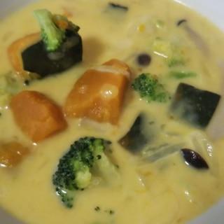 たっぷり緑黄色野菜のミルクシチュー