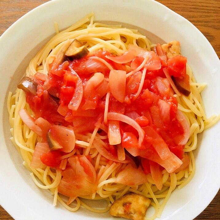 野菜オンリー!ナスと新玉ねぎのトマトパスタ