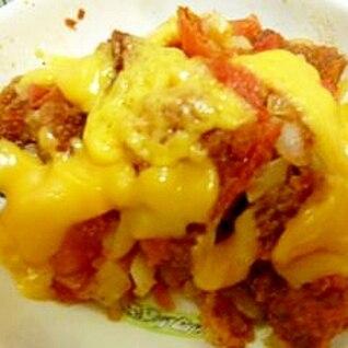 メンチとトマトのチーズ焼き(残ったメンチの再利用)