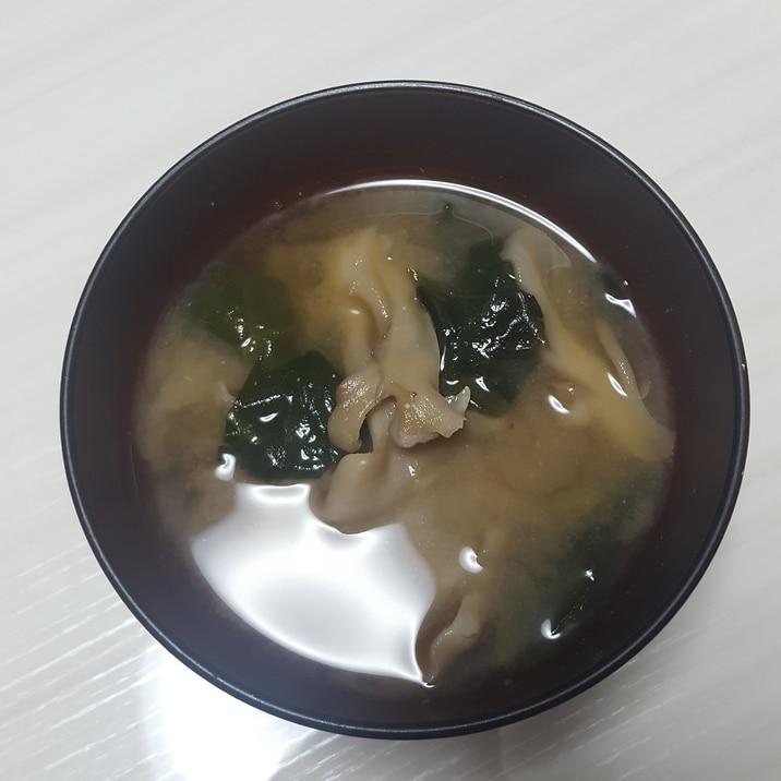 舞茸とわかめの味噌汁