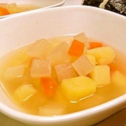 ヘルシーで簡単!根菜のホットスープ