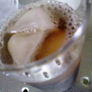 梅シロップと紅茶の炭酸割りドリンク
