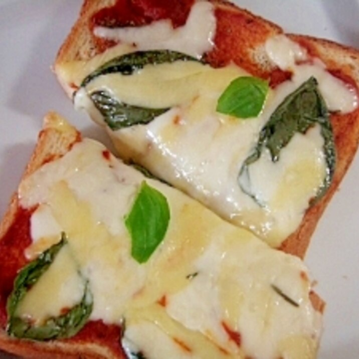 新バジルのピザトースト