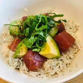 簡単昼ごはん☆マグロとしらすの3食丼