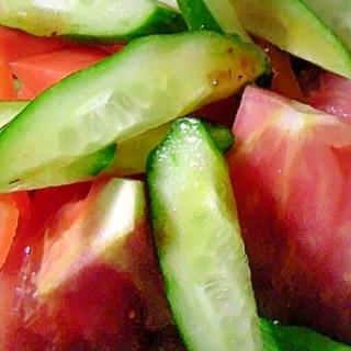 トマトときゅうりの生野菜サラダ