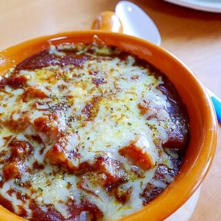 【簡単♪】レトルトカレーで、卵入り焼きチーズカレー