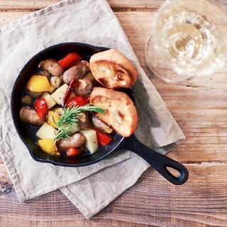 ソーセージとジャガイモの熱々アヒージョ