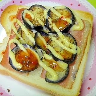 茄子とベーコンの生姜チリマヨトースト