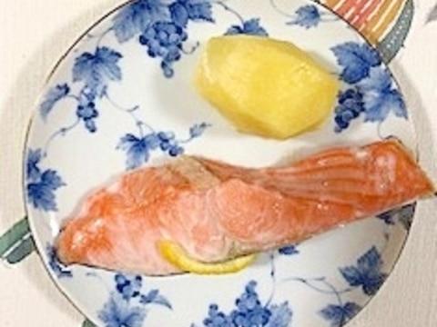 紅鮭のトースター焼きに、柚子のしぼり汁