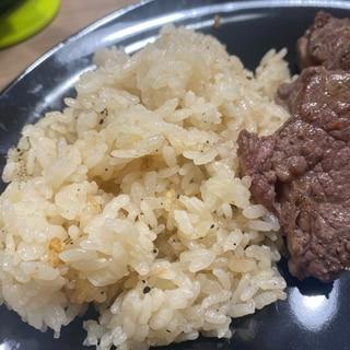 夕飯の主食に★ストウブで作る簡単ガーリックライス