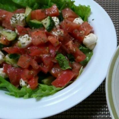 いつものサラダに飽きたのでパスタと一緒にいただきました。 トマトとクリームチーズの相性メチャクチャよかった( ˊ艸ˋ)