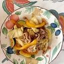 豚肩ロース、パプリカ、キャベツ、ズッキーニの炒め物