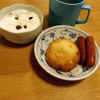 ドイツパンとウィンナーとコーヒーのドイツ風?な朝食