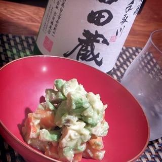 日本酒にワインに、アボカドと柿のぬた