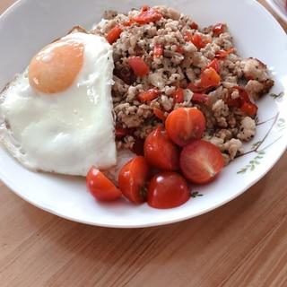 簡単ヘルシーご飯。肉なし豆腐のガパオライス。