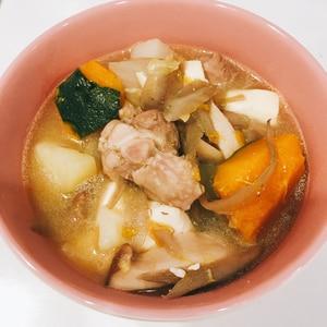 野菜たっぷり☆鶏もも肉の味噌スープ