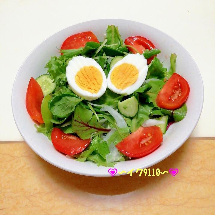 ベビーリーフと茹で卵のフレッシュサラダ