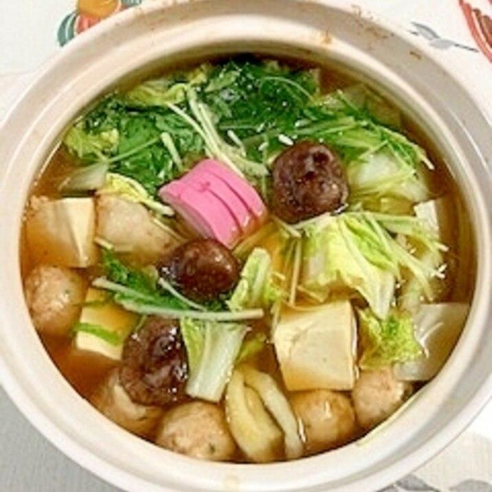 鶏だんご、きんき、塩とうふ、椎茸、板蒲鉾の鍋物