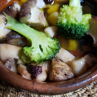 タコと椎茸とブロッコリーのアヒージョ