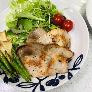 シンプル薄切り豚ロース肉の塩コショウ炒め