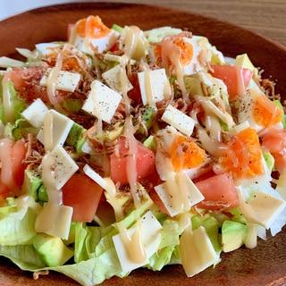 アボカドとフライドオニオンのサラダ
