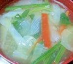 金時人参入り、野菜たっぷり味噌汁