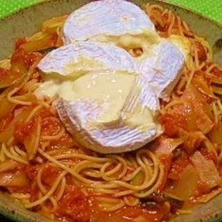 生クリームトマト☆丸ごとカマンベールチーズパスタ