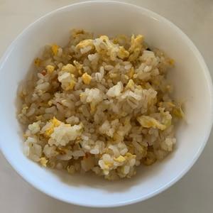 鶏ガラスープの素で簡単玉子チャーハン