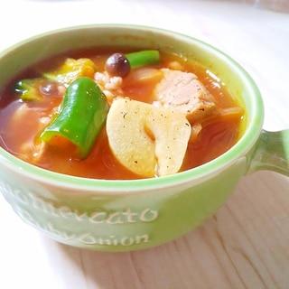 腸活♡もち麦と豚もも肉のガーリックトマトスープ