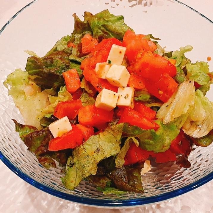 サニーレタスとチーズのサラダ