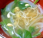 豆もやしとチンゲン菜と玉ねぎの和風スープ