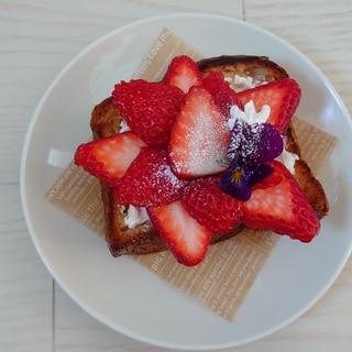 いちごのお花トースト♡~クリームチーズ~