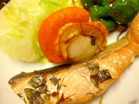 鮭とホタテのバジルソース焼き