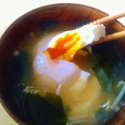 プチ贅沢♪半熟落とし卵の味噌汁