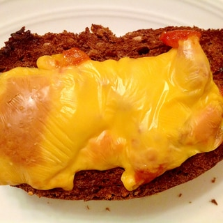 ツナとドライトマトのチーズトースト