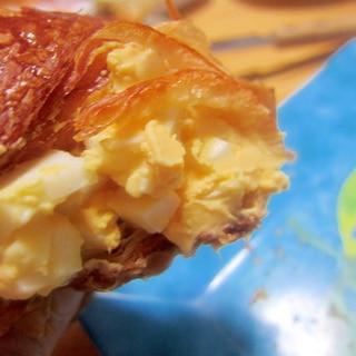 ゆで卵とマヨネーズクロワッサングリル
