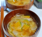 かぼちゃと玉ねぎの味噌汁