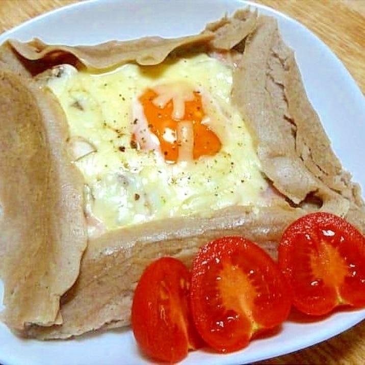 マッシュルームとハムと卵で蕎麦粉ガレット