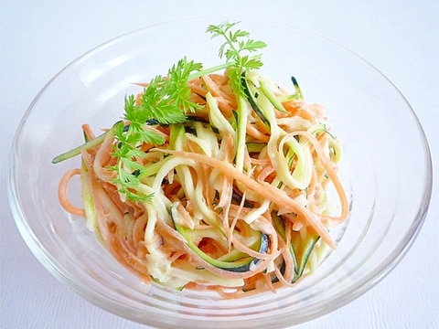ズッキーニとにんじんのスローサラダ