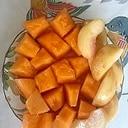 ロースハム、メロン、桃のサラダ