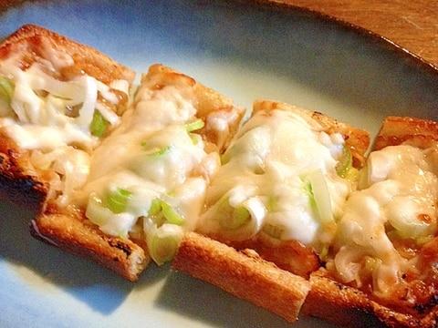 おつまみに!!☆油揚げのネギ味噌チーズ焼き